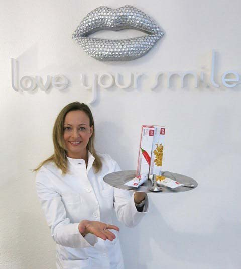 schoene-zaehne-zahnpasta-tablett-astrid-kremers-bleachistin-muenchen-love-your-smile-dental-kosmetik-studio-myveneers-interview